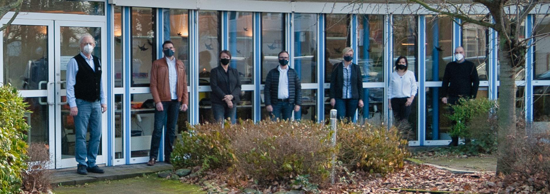 Asis Team mit Maske
